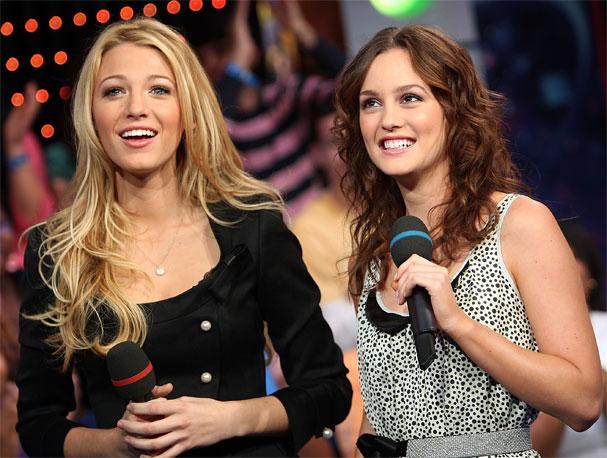 Blake Lively e Leighton Meester no palco da MTV americana. Cabelos poderosos!  (Foto: Getty Images)