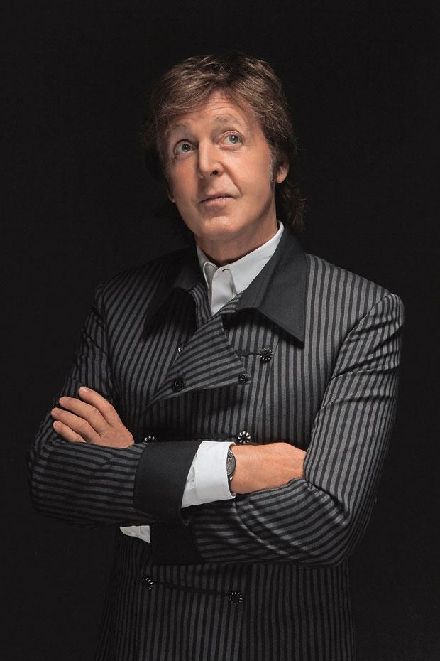 """QUASE 70 Paul McCartney em foto de 2010.  A energia e o prazer quase juvenis em cantar continuam intocados, apesar dos anos. """"Tocar renova  e repele o baixo-astral""""  (Foto: Mary Ellen Matthews/Corbis Outline)"""