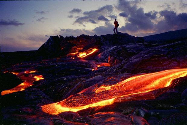 trilhas cruzam lava de vulc es no hava casa vogue. Black Bedroom Furniture Sets. Home Design Ideas