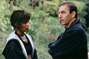 A cantora e Kevin Costner no filme que a consagrou