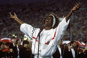 Cantora se apresentou no Super Bow, em 1991 (Foto: AP e Getty Images)