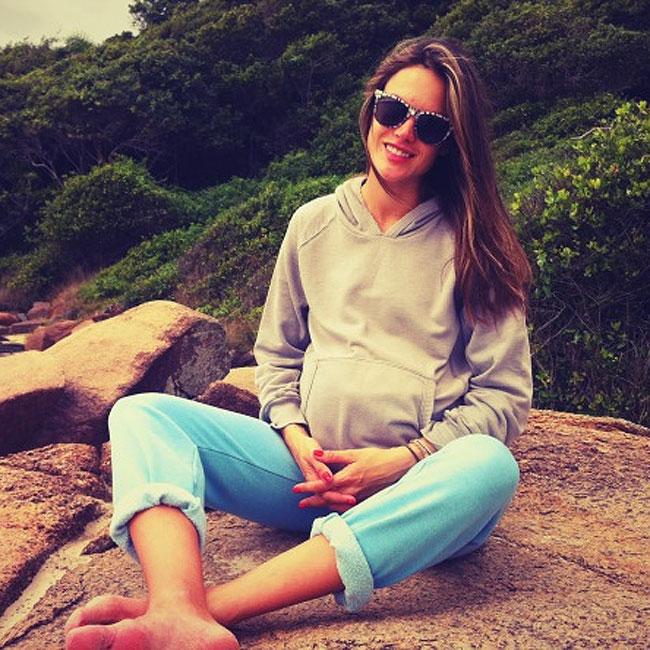 Alessandra Ambrosio (Foto: Reprodução/Twitter)