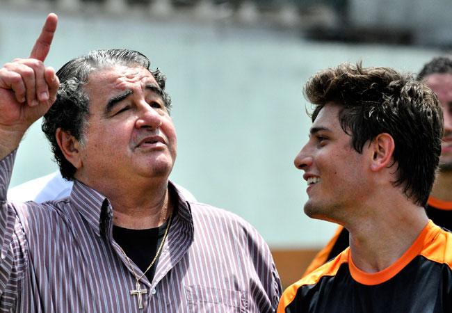 Daniel Rocha e Otávio Augusto interpretam filho e pai em