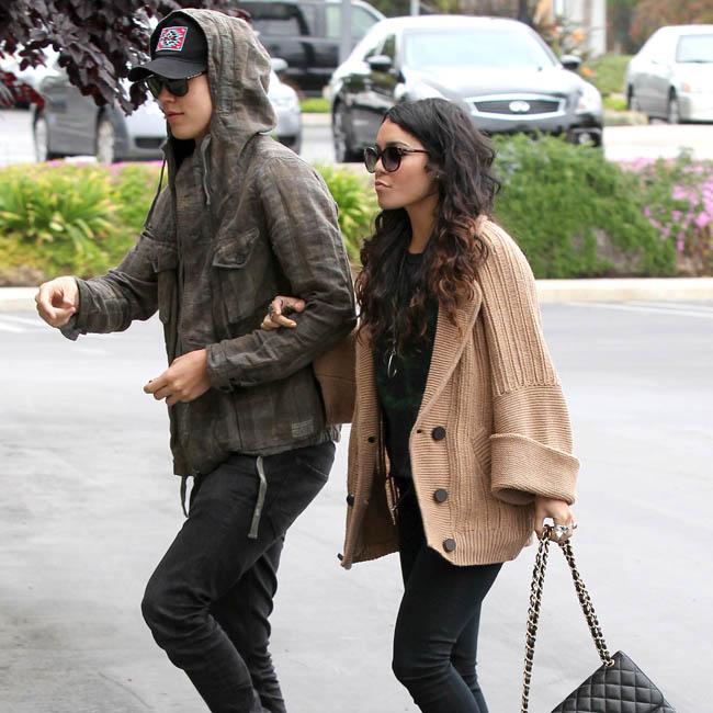 Vanessa Hudgens e o namorado, Austin Butler (Foto: The Grosby Group)