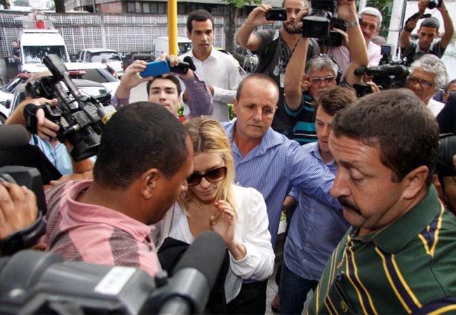 Chegada da atriz provoca tumulto entre a imprensa presente no local (Foto: Philippe Lima e Roberto Filho/AgNews)