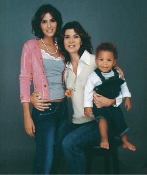 Mônica Torres e filhos (Foto: FERNANDO TORQUATTO; PRODUÇÃO: MARIA TORQUATO; ASSISTENTE DE PRODUÇÃO: MARCIA PAULIINO; AGRADECIMENTOS: ALBERTA, CLUBE CHOCOLATE, TESSUTI, CONSTANÇA BASTO, DOC DOG, FIZPAN)