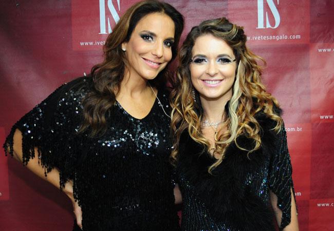 Ivete Sangalo e Cláudia Abreu nos bastidores de apresentação (Foto: Divulgação/TV Globo)