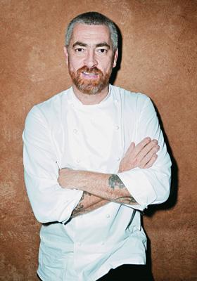 PIONEIRO O chef Alex Atala. O destaque do D.O.M. ajuda outros restaurantes do Brasil (Foto: Rodrigo Schmidt/Ed. Globo)