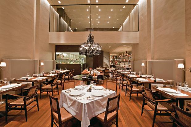 VANGUARDA Salão do D.O.M. O restaurante usa muitos ingredientes amazônicos (Foto: Cassio Vasconcellos)