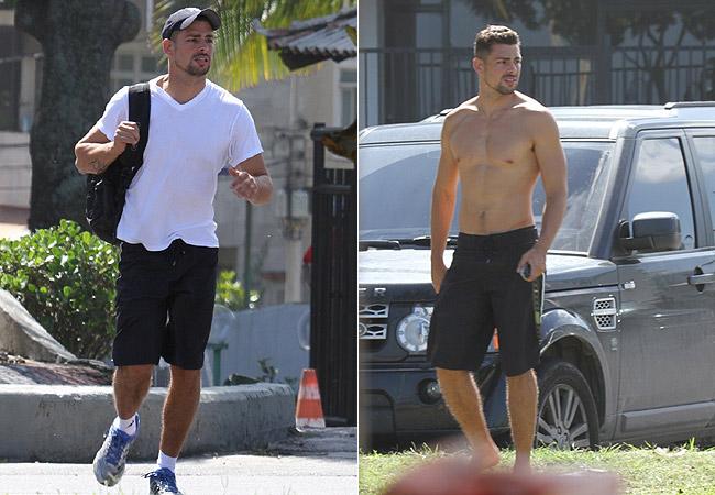 O ator deixa a academia e troca de roupa para curtir o dia ensolarado (Foto: Dilson Silva/AgNews)