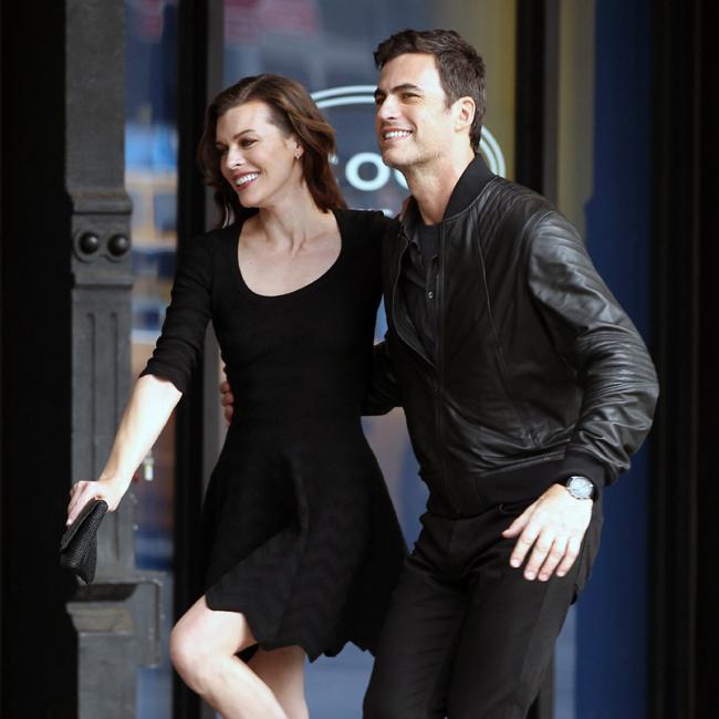 Carlos Casagrande gravou comercial ao lado da atriz Milla Jovovich (Foto: Splash News)