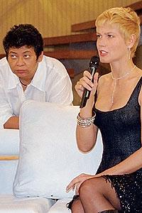 O passado: Marlene e Xuxa no programa de Hebe Camargo, em maio de 2000 (Foto: AgNews)