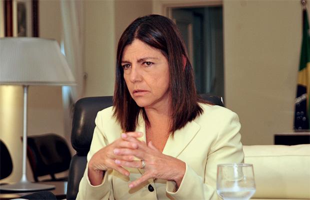 FARTURA A governadora Roseana Sarney. Em 2012, o consumo em seus palácios custará 40% a mais  que em 2011 (Foto: Karlos Geromy/OIMP/D.A Press)
