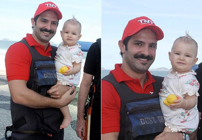Iran com a filha, Laura, no colo (Foto: Cleomir Tavares/Divulgação)