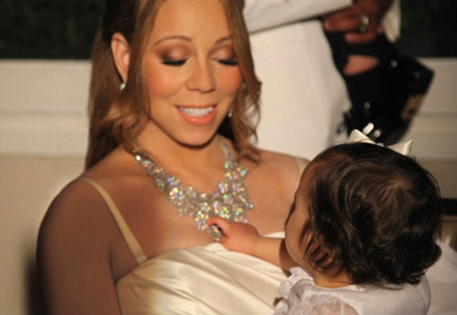 A cantora não desgrudou dos bebês (Foto: Reprodução)