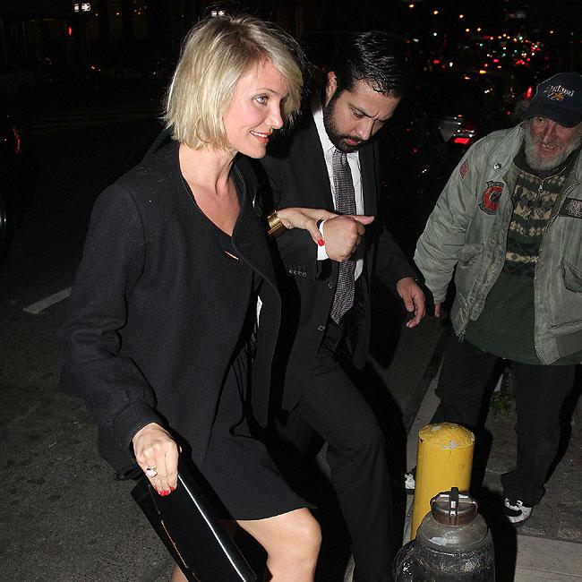 Cameron Diaz foi à festa de noivado de Drew Barrymore (Foto: Splash News)