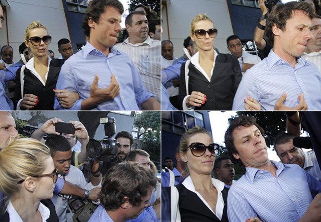 Carolina Dieckmann deixa a delegacia onde prestou depoimento, no Rio, ao lado do marido, Tiago Worcman, em 7 de maio (Foto: AgNews)