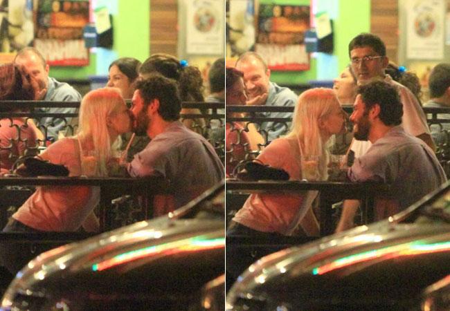 Os dois trocam beijos e sorrisos sem se darem conta que estavam sendo clicados (Foto: Gabriel Rangel / AGNews)