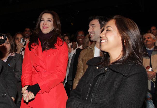 Claudia Raia também se emocionou ao assistir a peça do amigo (Foto: Milene Cardoso/AgNews)