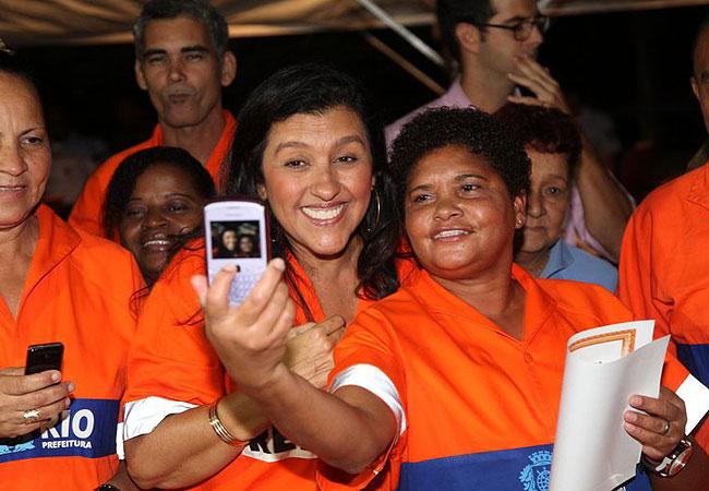 Regina posou para fotos durante o evento (Foto: Cláudio Andrade/Revista QUEM)