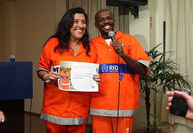 Regina Casé recebe certificado de