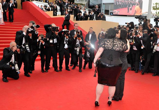 O casal não se importou com os fotógrafos (Foto: Getty Images)