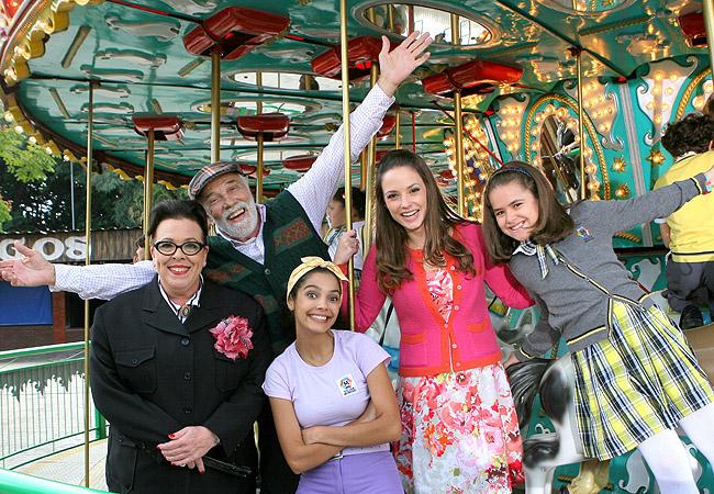 Da esquerda para a direita, Noemi Gerbelli, Fernando Benini, Márcia de Oliveira, Rosanne Mulholland e Maísa (Foto: Lourival Ribeiro/SBT)
