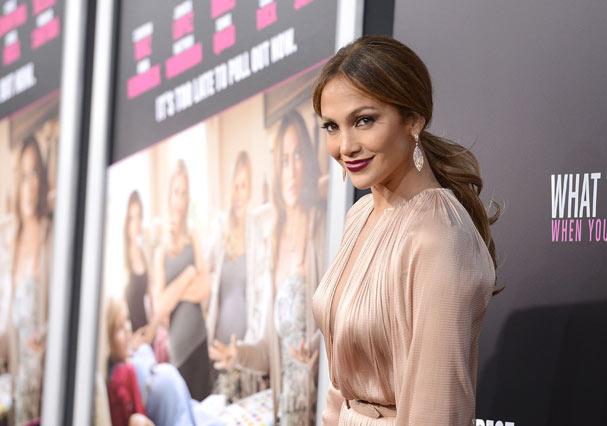 Jennifer Lopez no lançamento de O Que Esperar Quando Você Está Esperando em Hollywood (Foto: Getty Images)