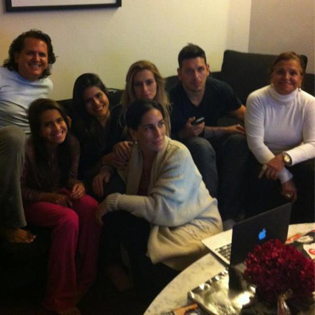Orlando Morais, Ana, Antônia, Cleo Pires e o genro João Vicente se juntaram a Glória (Foto: Reprodução)