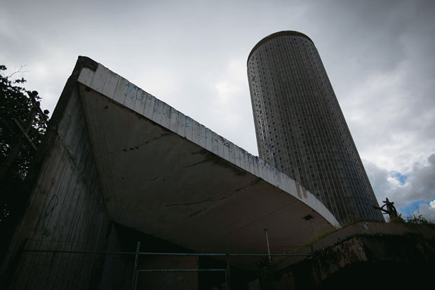 MARCO Fachada e torre do Hotel Nacional, no Rio de Janeiro. Com a assinatura de Niemeyer, o prédio parece um imóvel fantasma desde 1995  (Foto: Stefano Martini/ÉPOCA)