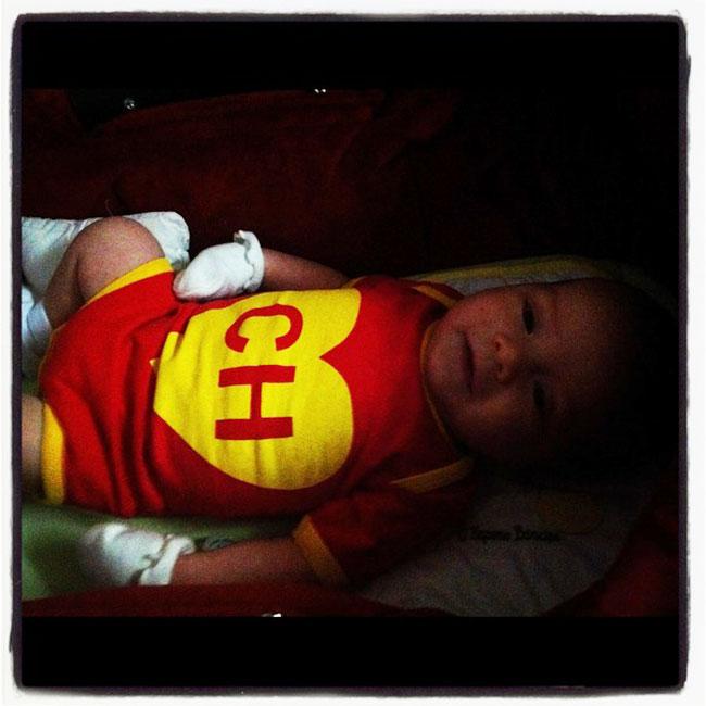 Dom, vestido com macacão de Chapolin (Foto: Reprodução/Twitter)