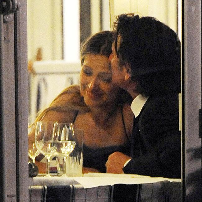 Sean Penn e Petra em clima de intimidade na noite de quinta-feira (17) (Foto: BrainPix)