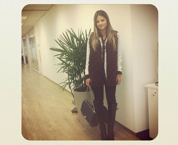 Thássia Naves, em visita à redação da glamour. (Foto: Mariana Coelho)