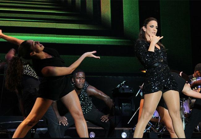 Ivete Sangalo abriu seu show por volta das 22h19 (Foto: Francisco Cepeda/AgNews)