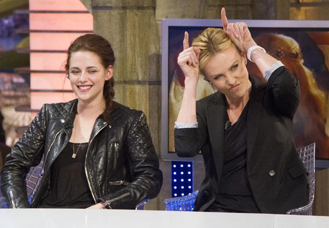 Kristen Stewart e Charlize Theron (Foto: Grosby Group)