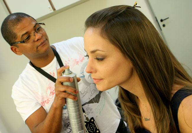 No camarim, Rosanne é fotografada durante preparação para gravação (Foto: Divulgação/SBT)