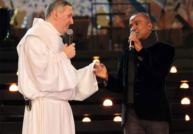 Padre Marcelo Rossi e Alexandre Pires (Foto: Orlando Oliveira/AgNews )