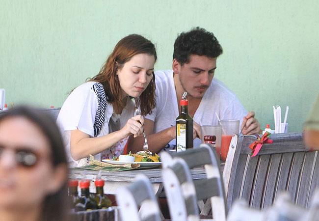 Nathália Dill almoçou com o namorado, Caio Sóh (Foto: Leotty Jr./AgNews)