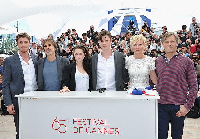Garret Hedlund, o diretor Walter Salles, Kristen Stewart, Sam Riley, Kristen Stewart e Viggo Mortensen (Foto: Getty Images)