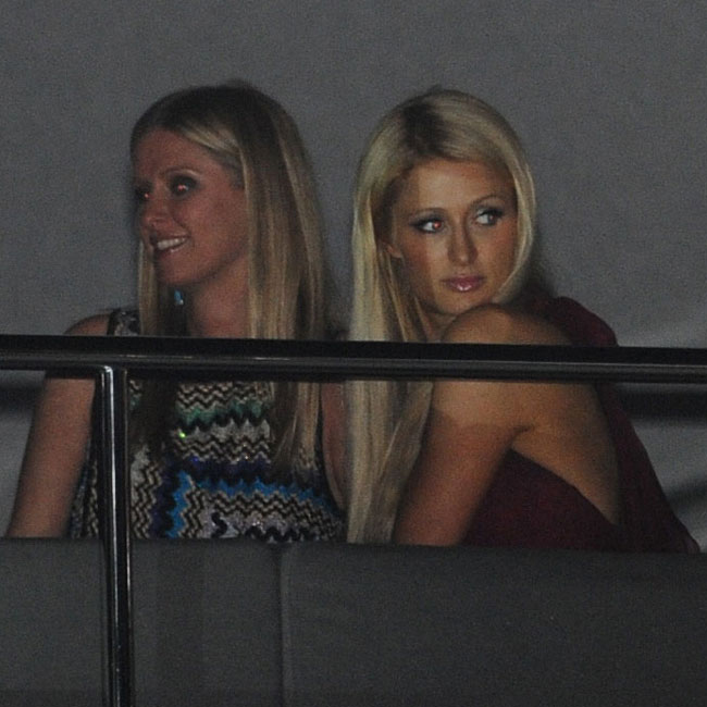 O look de Paris e Kim (Foto: Splash News)