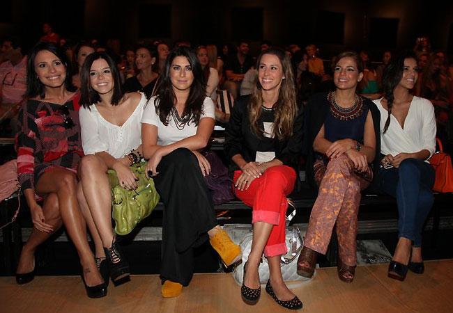 Juliana Knust, Giovanna Lancellotti, Fernanda Paes Leme, Dani Monteiro, Nivea Stelmann e Mariana Rios no desfile da Ágatha (Foto: Cláudio Andrade/Revista QUEM)