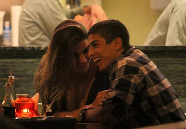 Laisa foi fotografada em clima de intimidade com ator de Malhação (Foto: AgNews)