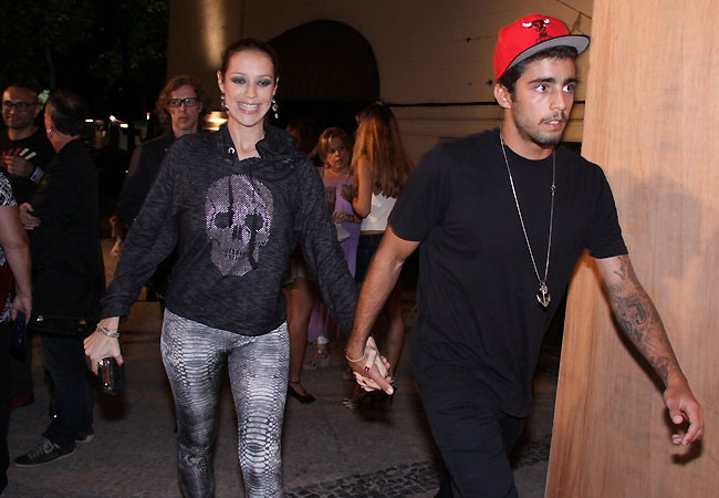 Luana Piovani e Pedro Scooby chegam ao Fashion Rio (Foto: Alex Palarea/AgNews)