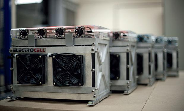 Além de veículos, as baterias de  lítio são usadas  em redes elétricas  e data centers (Foto: Filipe Redondo)