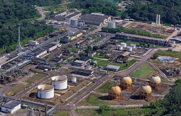 A planta industrial de Urucu ocupa 70 hectares,  o equivalente  a 90 campos de futebol  (Foto: Fernando Martinho)