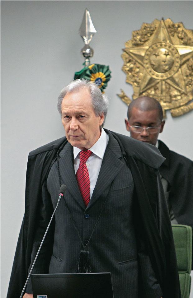 O REVISOR O ministro Ricardo Lewandowski. Ele reclamou da pressão para revisar o processo no prazo de seis meses. Em geral, o procedimento de revisão é considerado mera formalidade  (Foto: Dida Sampaio/AE)
