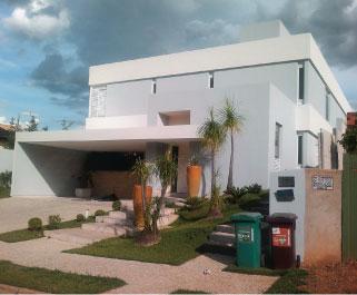 CONFORTO A casa onde  moraram o  governador Marconi  Perillo e o bicheiro Carlinhos Cachoeira.   Ela foi vendida  por R$ 2,1 milhões  em dinheiro vivo  (Foto: Fernando Gallo/AE)