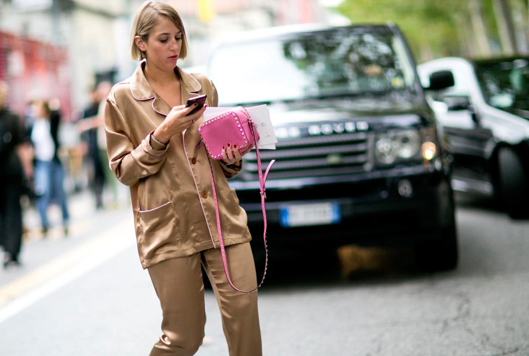 Sair de pijama ainda é bem difícil para a maioria das pessoas. Mas se antes era considerado um modo desleixado de vestir, agora virou moda