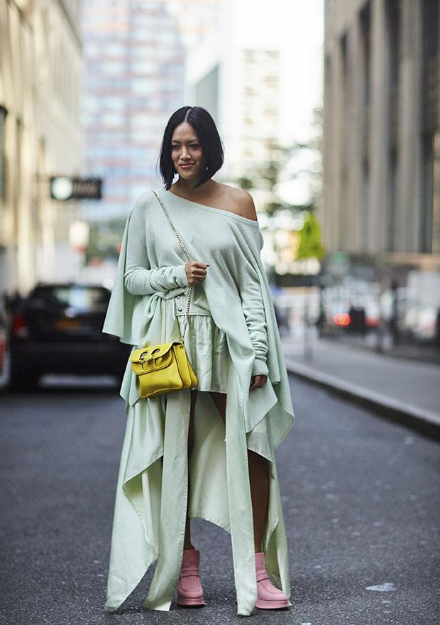 Pontuar o look com acessórios de cores pálidas, de outras tonalidades, é ótima ideia