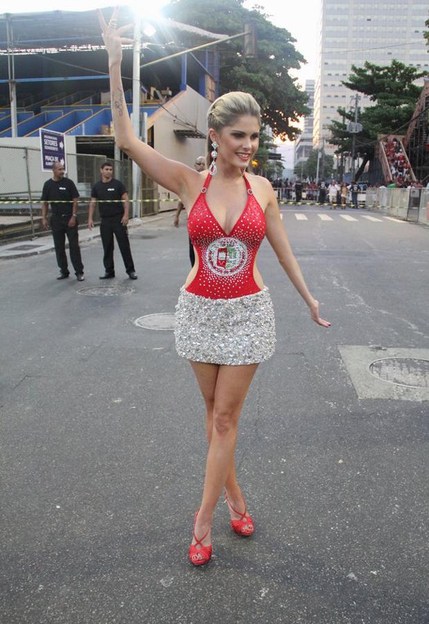 GALERIA: Famosas participam de ensaio de Carnaval na Sapucaí